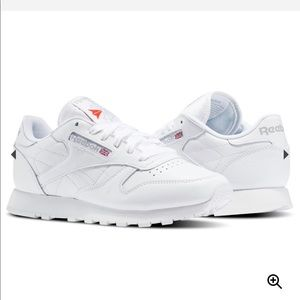 Reebok Classic Leather Sneakers in White - Size 7